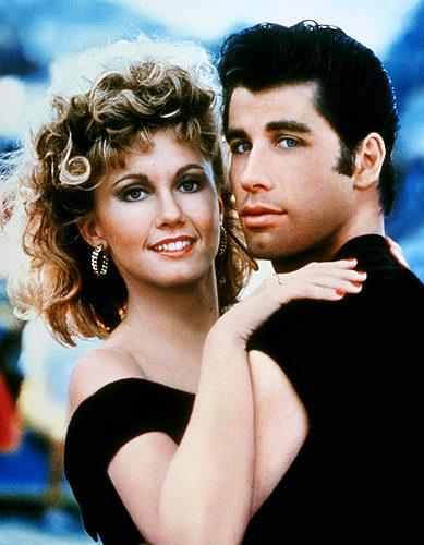 Olivia Newton John y John Travolta como Danny y Sandy al final de Grease