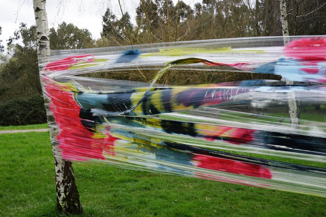 5. Resultado de la acción Un aire. Acrilíco y spray sobre papel film, 2018.
